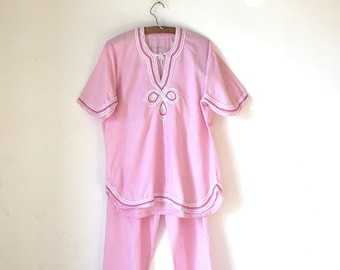 53d9f57271a39 Robes d intérieur Vintage costume marocain brodé rose pyjama • ensemble  tunique et pantalon maillots de bain • de nuit •