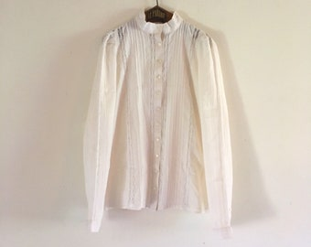 bed3c5bfd3d7f Vintage Laura Ashley 70s victorian lace white cream blouse • made in Wales  UK