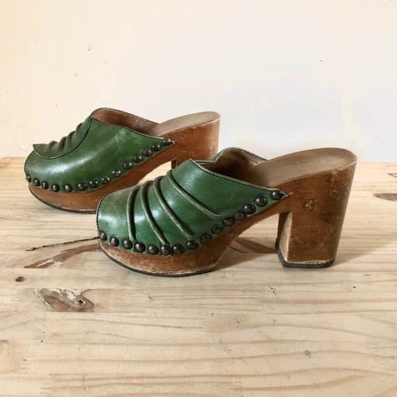 Vintage Rare 70s platform green leather and wood s