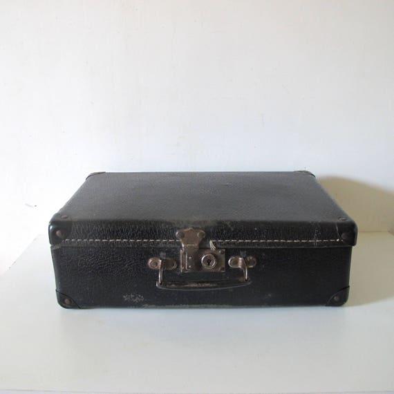 de valise en carton noir vintage vieux fran ais des ann es etsy. Black Bedroom Furniture Sets. Home Design Ideas