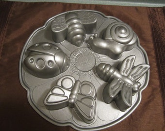 Nordicware, Garden Bugs, Muffin baking tin, cake tin, large insects, baking tin, mailed from Canada