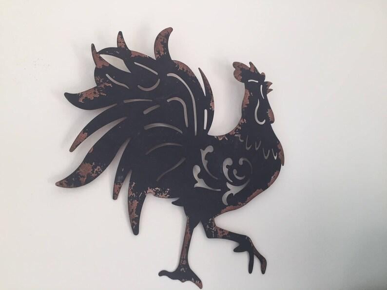 Großer schwarzer Hahn zu groß