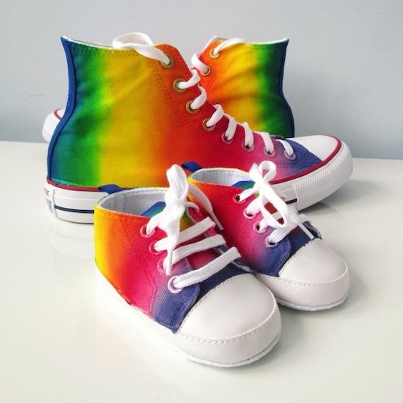 Peuter aangepaste Rainbow schoenen, handbeschilderd Rainbow schoenen, peuter Rainbow Converse