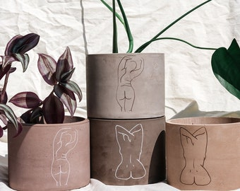 Mujeres Planter Pots