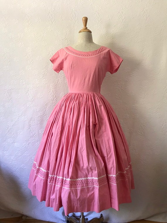 1950s pink patio style dress wifh ric rac almost f