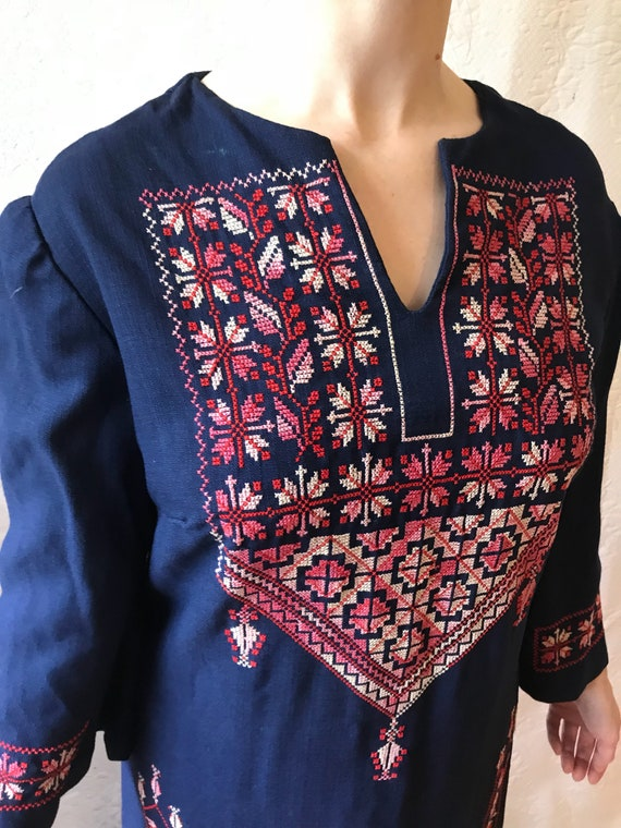 1950s 1960s hand embroidered linen traditional fol