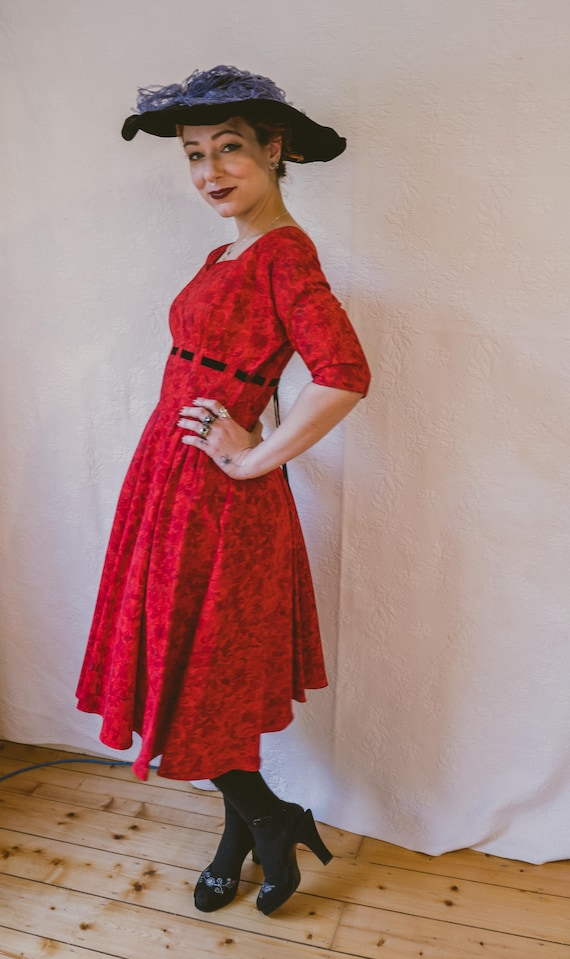 1940s / 1950s nipped waist fit and flare bright re