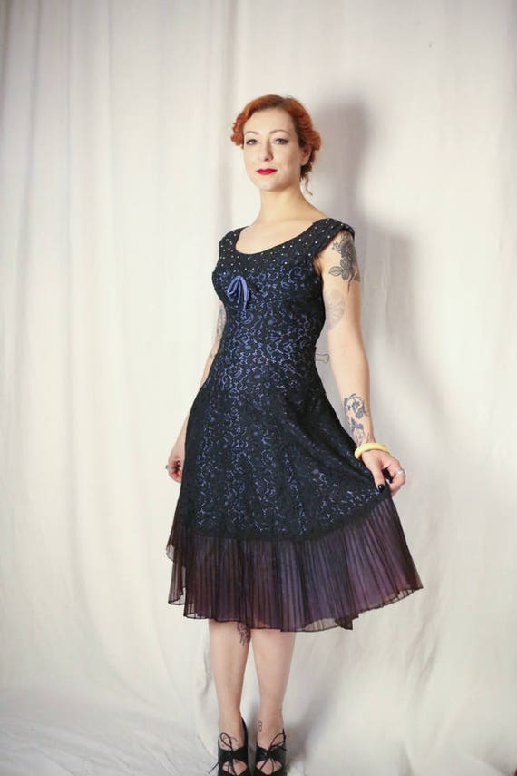 Sexy 40s fitted black lace cocktail frock with dia