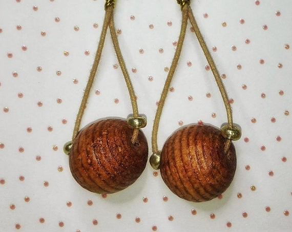 Wooden bead dangle earrings by GunaDesign