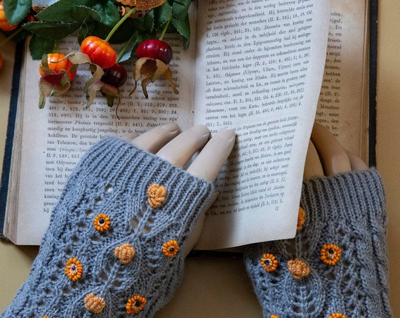 Finger-less hand embroidered gloves by GunaDesign