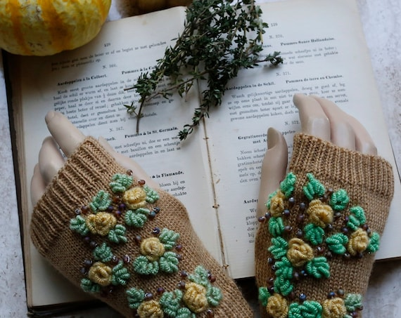 Finger-less knitted gloves by GunaDesign