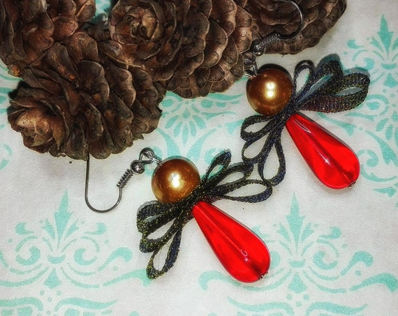 Golden red bead engel earrings by GunaDesign