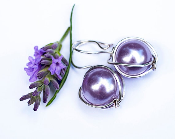 Light purple bead earrings by GunaDesign