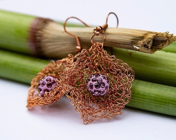 Wire crochet floral earrings by GunaDesign