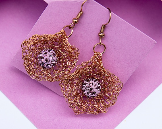 Wire crochet dangle earrings by GunaDesign