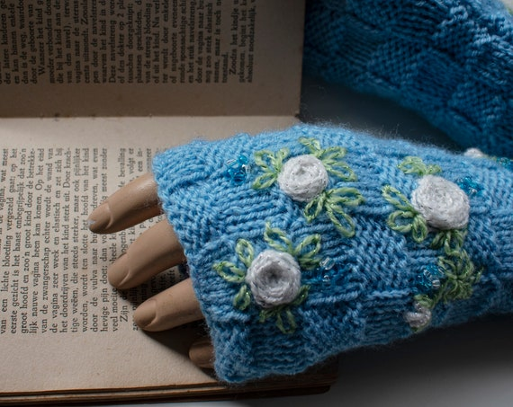 Finger-less hand knitted gloves by GunaDesign