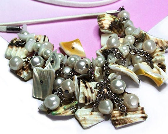 Shell and glass bead necklace by GunaDesign