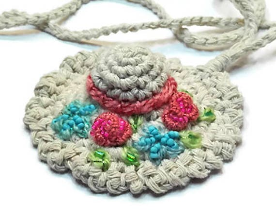 Crochet Pendant Necklace in Shabby Chic Style