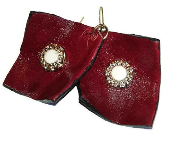 Geometric red leather earrings by GunaDesign
