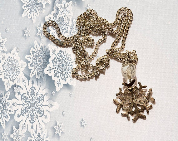 Snowflake pendant necklace by GunaDesign
