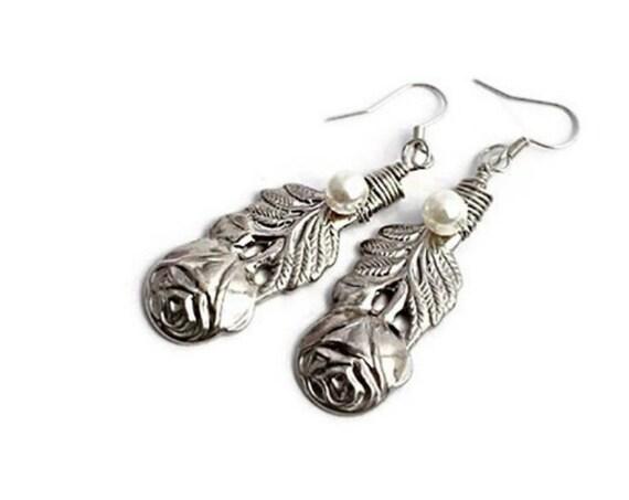 Flower dangle earrings by GunaDesign