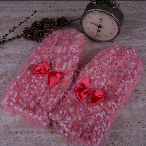 Knitted pink mittens with bow by Gunadesign