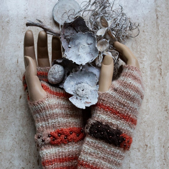 Finger-less hand knitted glove by GunaDesign
