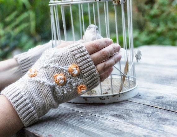 Finger-less knitted gloves by GunaDesign