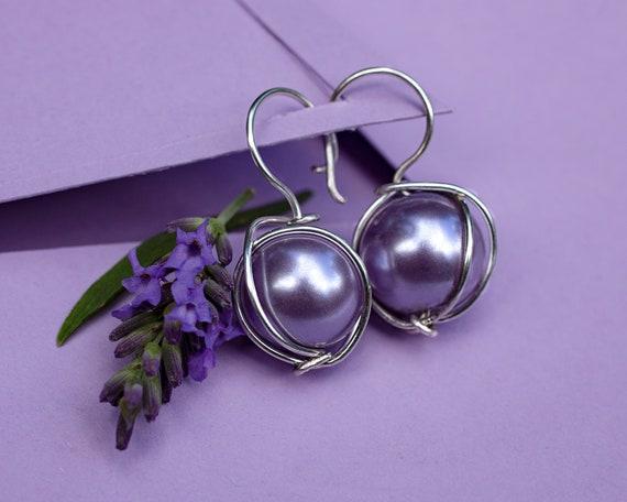 Light purple bead earrings by GunaDesign