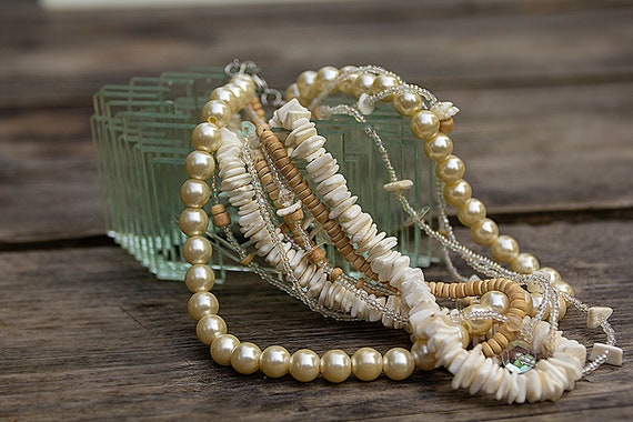 Short shell glass coconut bead necklace