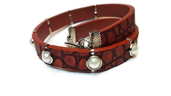 Recycled leather wrap bracelet by GunaDesign