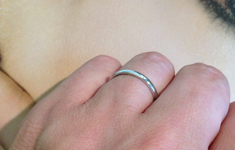 Comfort Fit Court Shape   PLAIN Domed Ladies Handmade Slim /& Simple Wedding Ring 2.6g 2mm 18ct White Gold Band