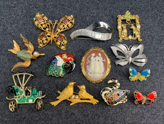 Twelve Vintage Brooches. Free shipping.