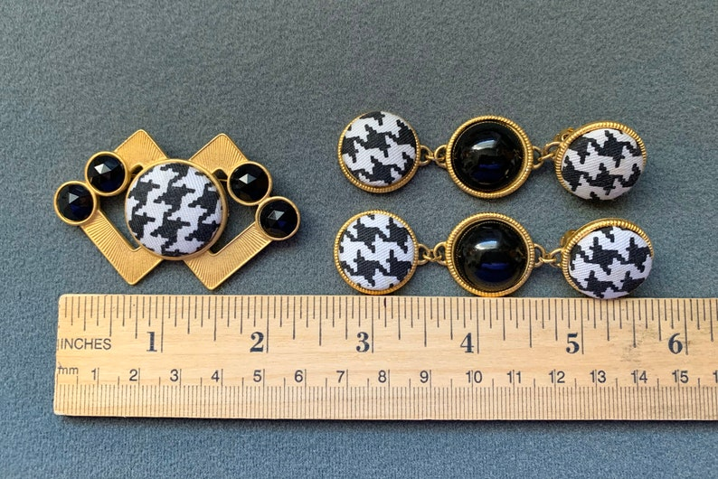 Free shipping. Black and White Houndstooth Fabric Goldtone 1980\u2019s Brooch and Clip Earrings Set