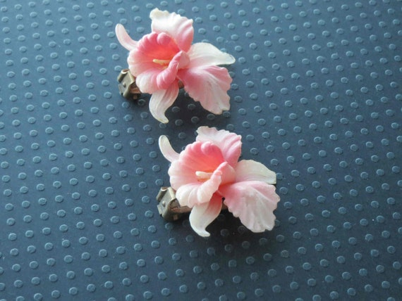 Small Creamy White Hinged Cuff Bracelet with Orchid Pattern Celluloid