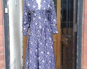 Pretty romantic late 1970s gunne sax navy and pink rose printed dress with lace collar detail