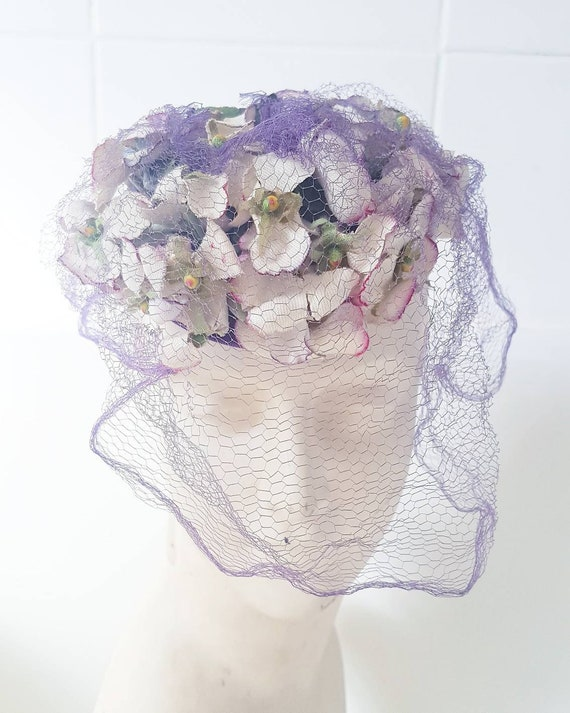 Stunning late 1930s 40s purple lilacy floral tilt