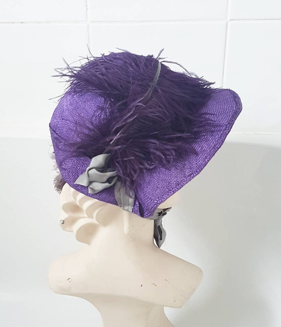 Cute 1940s purple straw hat with ace ostrich feath