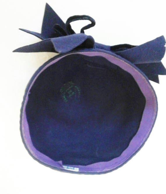 Amazing 1930s 40s purple tilt hat with huge velve… - image 7