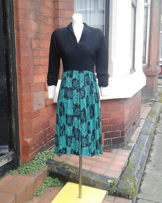 Sale Amazing 1940s green and black crepe colour bl