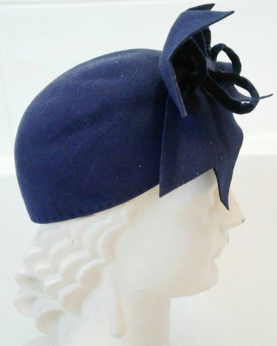 Amazing 1930s 40s purple tilt hat with huge velve… - image 3