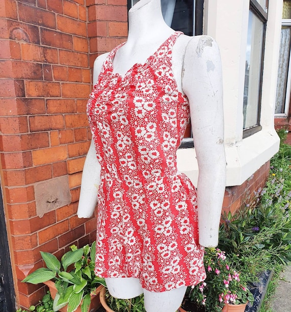 Super cute 1930s 40s red sbd white floral cotton p