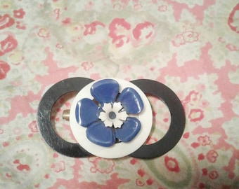 Ace 1940s make do and mend thin plastic circular geometric brooch