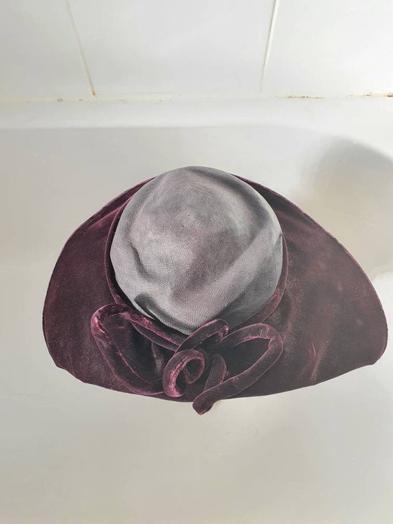 Stylish later 1940s purple velvet and straw platt… - image 3