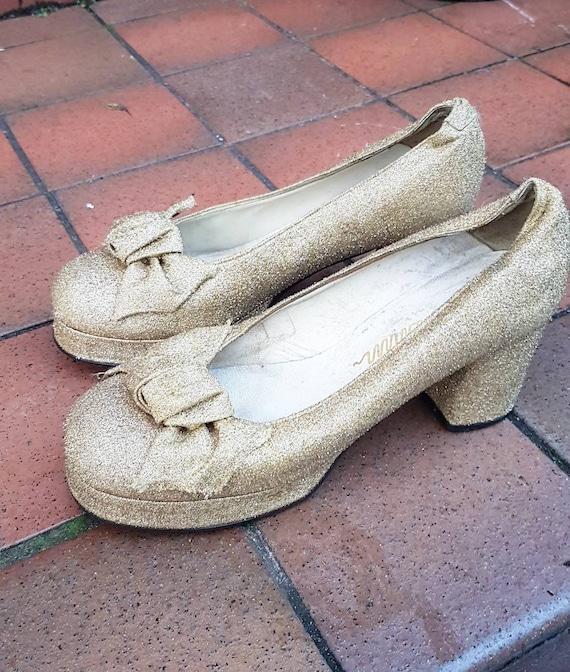 Amazing 1960s 70s gold lamè platform dress shoes w