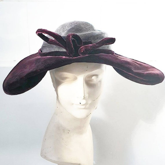 Stylish later 1940s purple velvet and straw platte