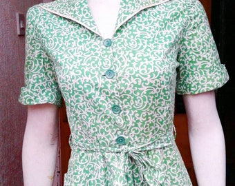 Lovely lste 1930/40s green and white printed housedress with a fab pattern and matching belt could easily be worn as a dress