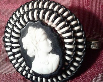 Stunning unusual early plastic 1930s 40s wartime wire and cameo navy and cream make do and mend brooch