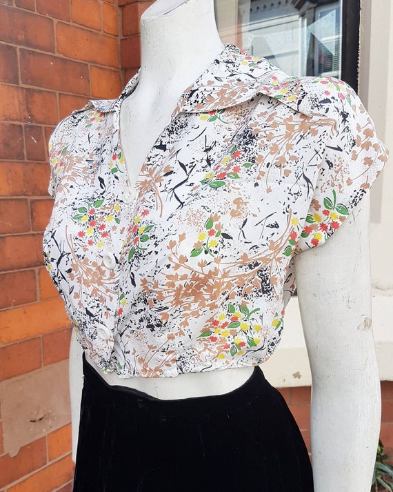 Wonderful 1940s cold rayon cropped patterned blous