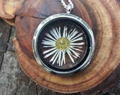 Daisy Necklace, Real Flower Locket, Botanical Jewellery, Real Plant Necklace, Colourful Jewellery, Nature Lover Gift, Natural Necklace